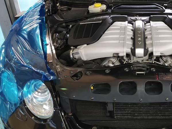 ベントレーフライングスパー エンジンオイル漏れ修理